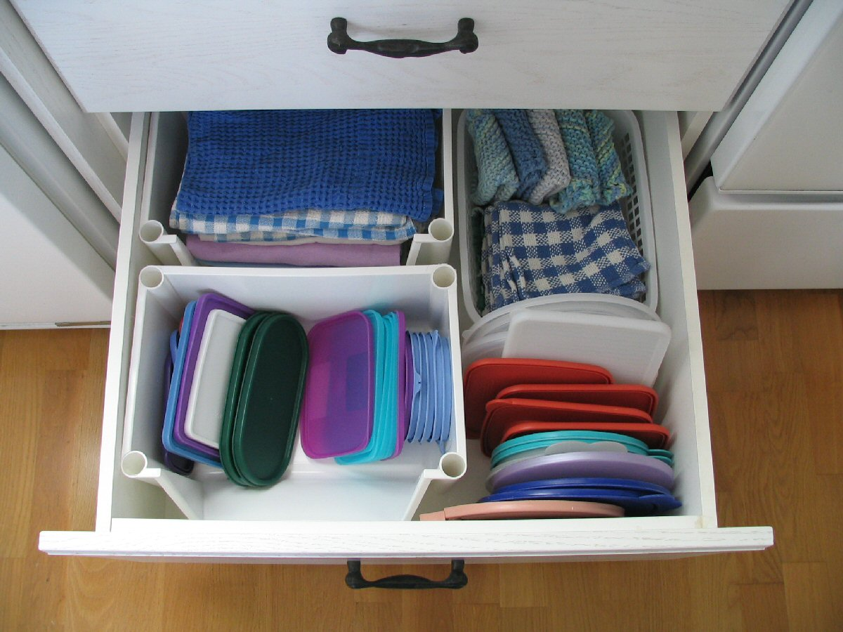 HOW TO FIX A KITCHEN DRAWER | EHOW.COM.